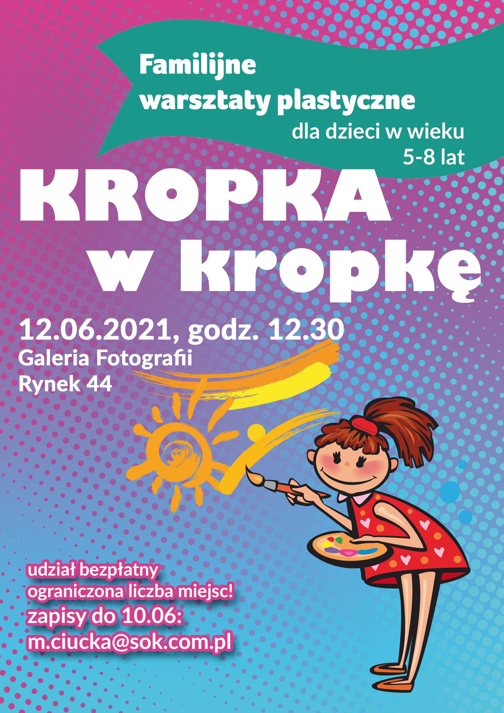 plakat w barwach fioletowo błękitnych - na takim tle dziewczynka w czerwonej sukience maluje słoneczko